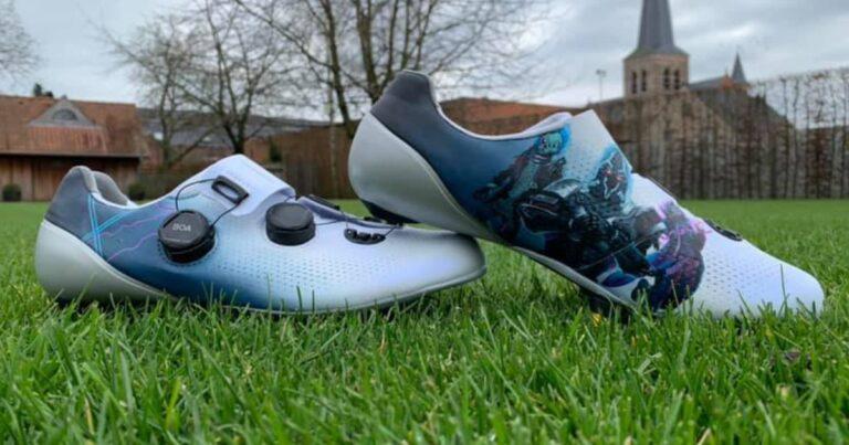 De handbeschilderde schoenen van Mathieu van der Poel – die vandaag zijn wegseizoen aftrapt